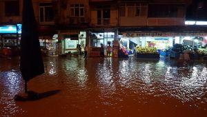 Rize Pazar'da Sağanak Yağış Sele Neden Oldu