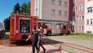 Rize Pazar Fen Lisesinin Çatısında Yangın
