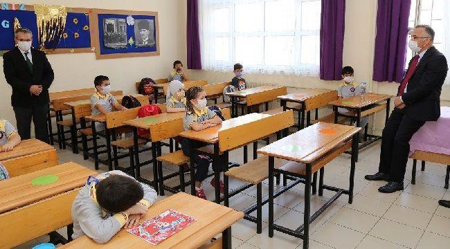 Vali Çeber, Yüz Yüze Eğitimin İlk Günü Öğrencileri Yalız Bırakmadı