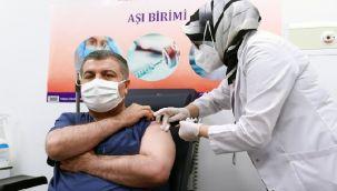 İlk Koronavirüs Aşısı Sağlık Bakanı Koca'ya Yapıldı