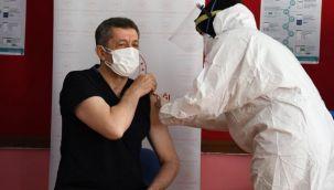 Öğretmenlere Aşılama Başladı, Bakan Selçuk Aşı Oldu