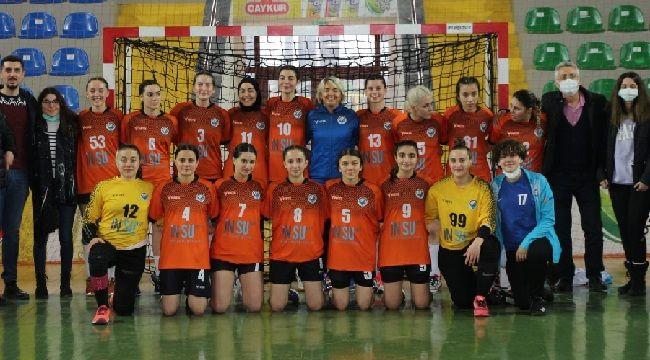 Kadın Hentbol Takımımız Farklı Kazanıyor!
