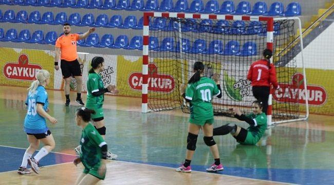 Kadın Hentbol Takımımızdan Üç Maçta Üç Galibiyet