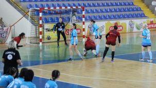 Olimpik Pazar Spor Kadın Hentbol Takımı Hızlı Başladı